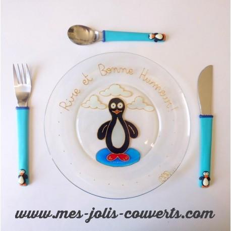 Composé de son assiette et de son set de petits couverts enfant pingouin!