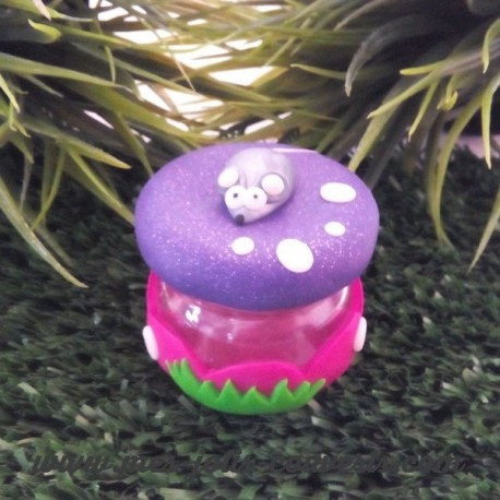 Petite boite à dent violette pailleté pour le couvercle et rose pour le contenant. Prénom offert!