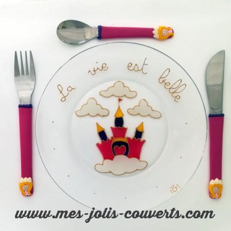 L'assiette et son trio de couverts enfant Princesse pour les petites princesses!